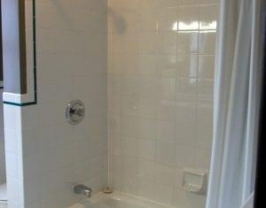Bayshore Cottage Bathtub