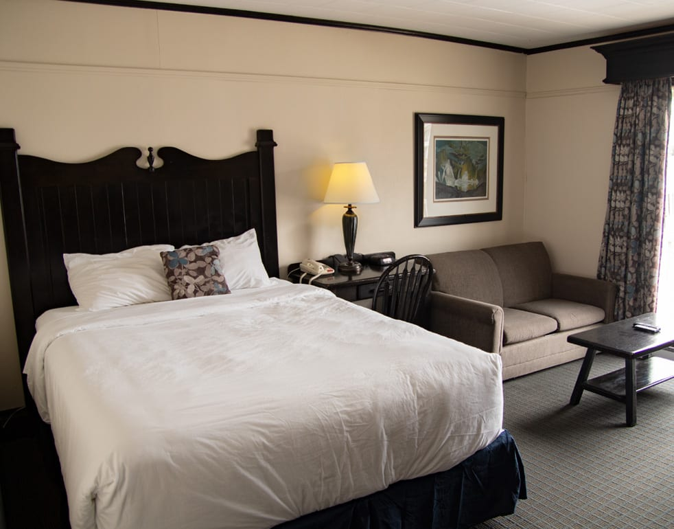 Bayshore cottage main bed